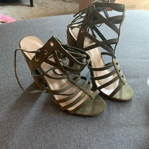 SHOEDAZZLE heels. NEVER WORN.